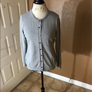 GREY BUTTON DOWN SWEATER SIZE M